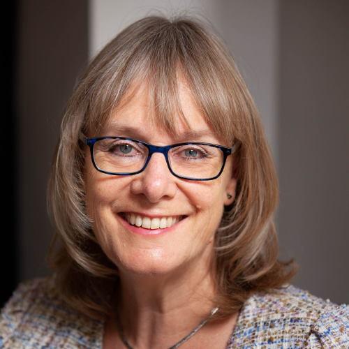EMBRACE YOUR LINKEDIN SAVVY – Linda Huckle